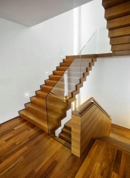Cách diệt mối tận gốc cho cầu thang gỗ